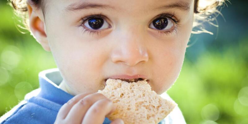 Bebeğinizi bırakın kendi yesin