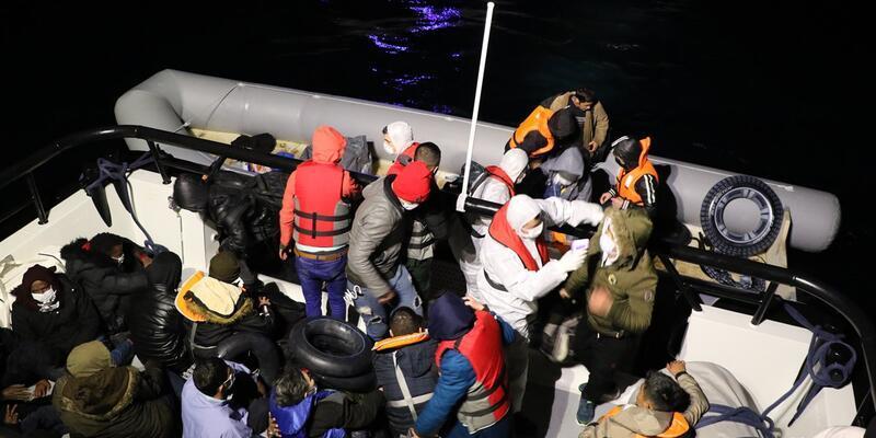 Türk kara sularına itilen sığınmacılar kurtarıldı