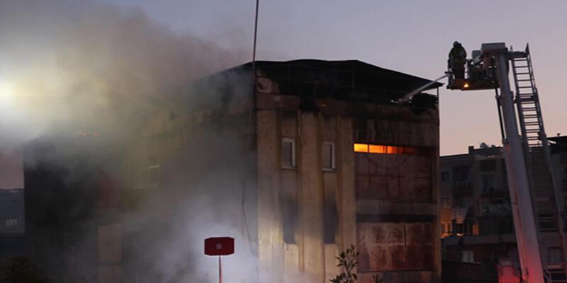 İzmir'de 2 ayrı fabrikada yangın