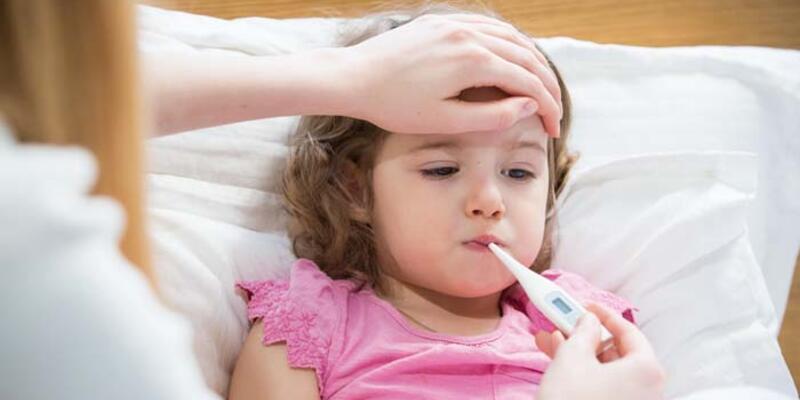 Çocuklarda boğaz ağrısı ya da ateşten sonra bu belirtilere dikkat