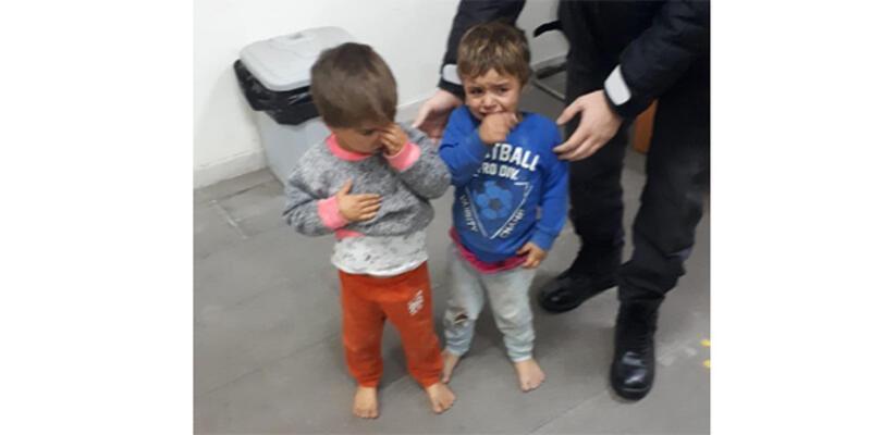 Sokakta ayakkabısız dolaşan iki çocuğu polis korumaya aldı