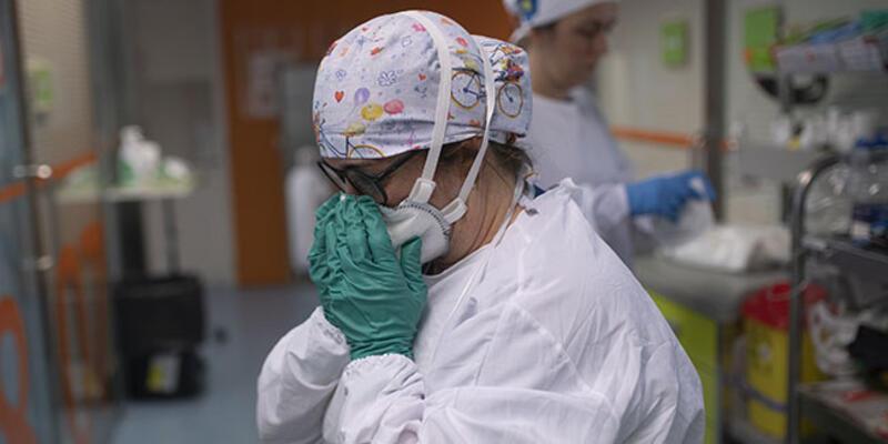 Dünyada tedavisi süren koronavirüs hastası sayısı 22 milyonu aştı