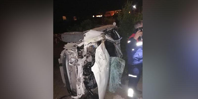 Otomobil, portakal bahçesine uçtu: 2 ölü