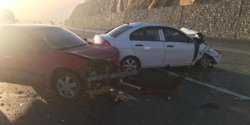 Antalya'da  5 araç birbirine girdi: 7 yaralı
