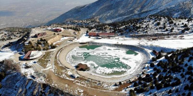 Ardıçlı Gölü buz tuttu