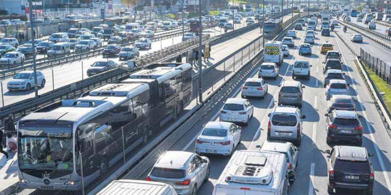 Koronadan kaçış İstanbul trafiğini kilitledi!