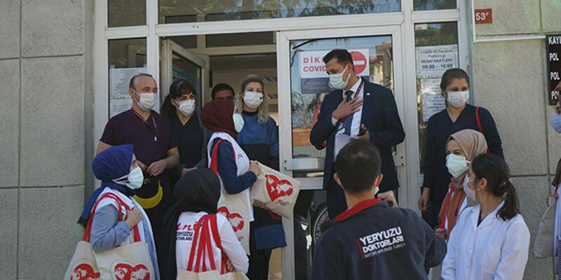 Yeryüzü doktorları motivasyon kitleri ile sağlık çalışanlarının yanında