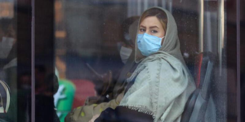 İran'da koronavirüs nedeniyle can kaybı uzun zaman sonra ilk kez 100'ün altına düştü