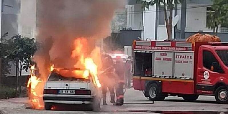 Mersin'de seyir halindeki araç yandı
