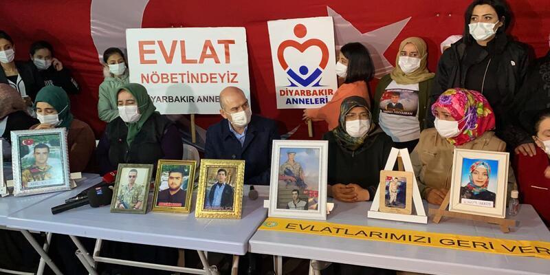 Bakan Soylu'dan HDP önünde evlat nöbetindeki ailelere ziyaret