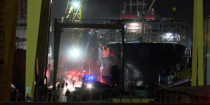 Tuzla'da tersanedeki gemide yangın!