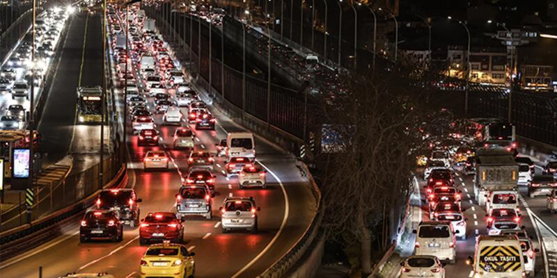 İstanbul'da hafta sonu kısıtlaması öncesi trafik kilit