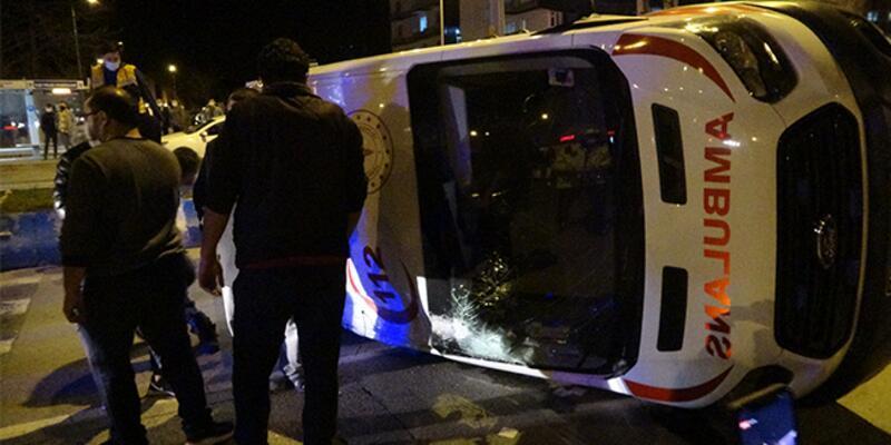 Hasta taşıyan ambulansla taksi çarpıştı: Çok sayıda yaralı var