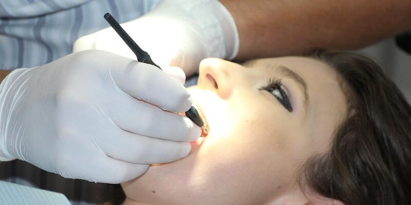 Diş beyazlatma tedavisi nasıl yapılır?