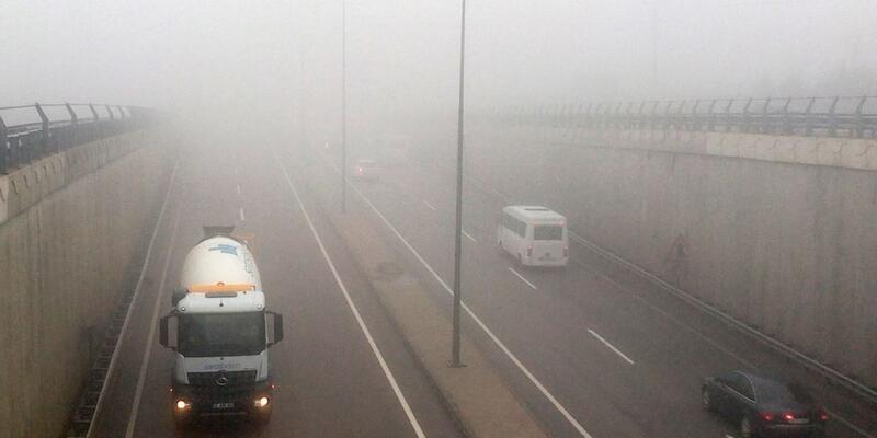 Tekirdağ'da yoğun sis trafiği aksattı