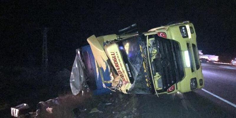 TIR, jandarma aracı ve otomobile çarptı: 2'si uzman çavuş 6 yaralı