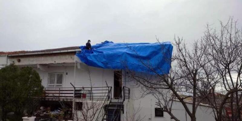 Şarköy'de fırtına çatıları uçurdu, ağaçları devirdi