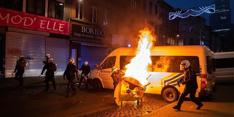 Belçika karıştı! Ateşe verdiler