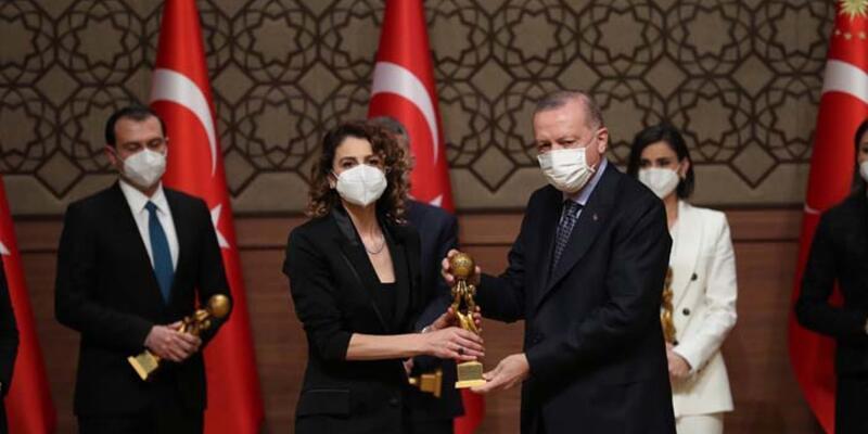 Yılın Kadın Oyuncusu Ebru Özkan oldu!