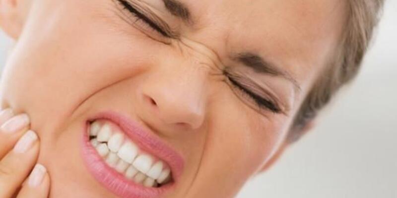 Sinir ve stres diş sıkmaya sebep oluyor