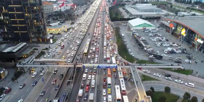 Kısıtlama öncesi İstanbul'da trafik yoğunluğu!
