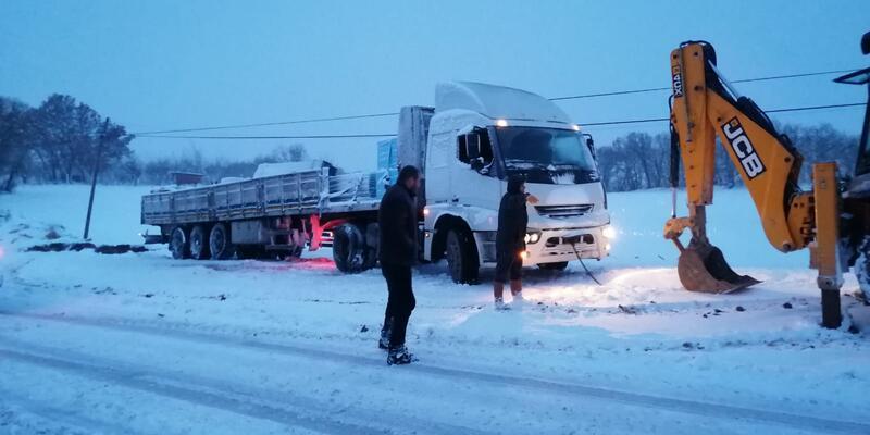 Balıkesir- Savaştepe karayolu, 'kar' nedeniyle ulaşıma kapandı