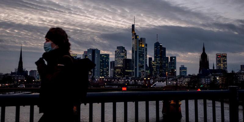 Almanya'da son 24 saatte COVID-19'dan 445 kişi hayatını kaybetti
