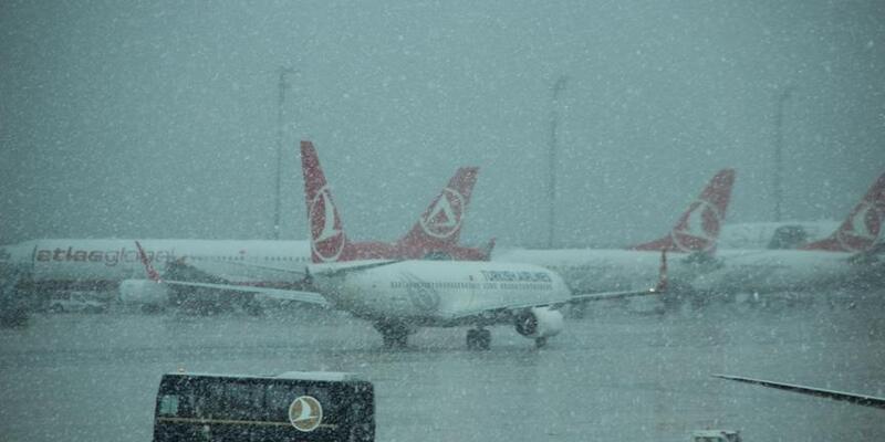 Diyarbakır'da hava ulaşımına kar engeli