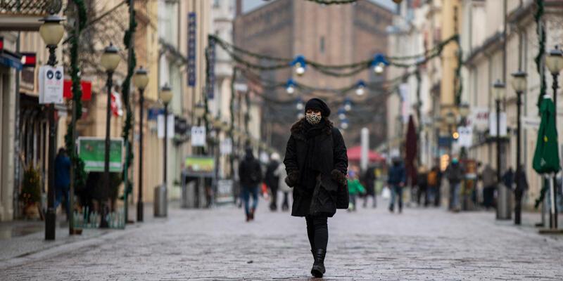 Almanya'da koronavirüs salgınında son 24 saatte 989 kişi hayatını kaybetti