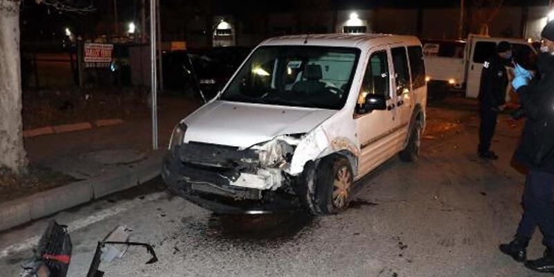 Sivil polis aracı ile otomobil çarpıştı: 1 yaralı