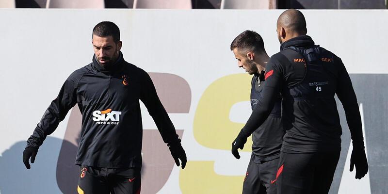 Son dakika... Galatasaray'da yeni transferler kadroda!