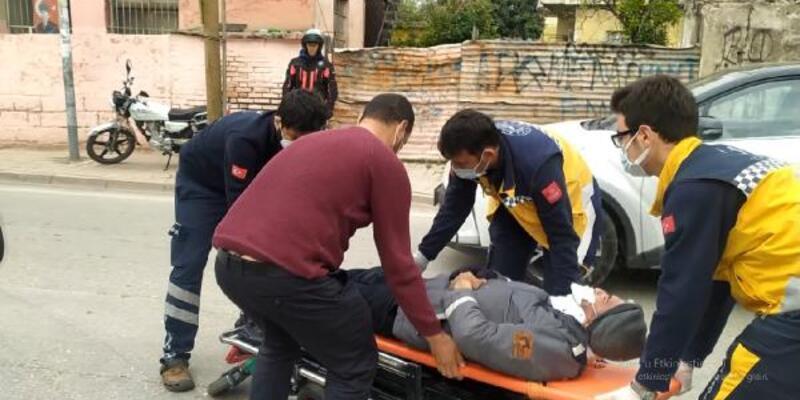 Araca çarpan motosiklet sürücüsü yaralandı