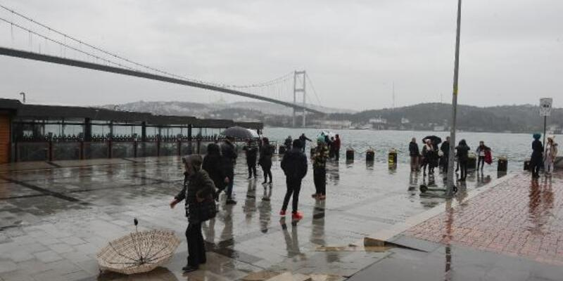 Ortaköy'de turistlerin İstanbul turu