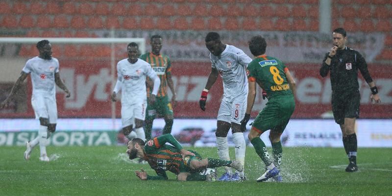 Son dakika... Alanyaspor - Sivasspor maçı ertelendi