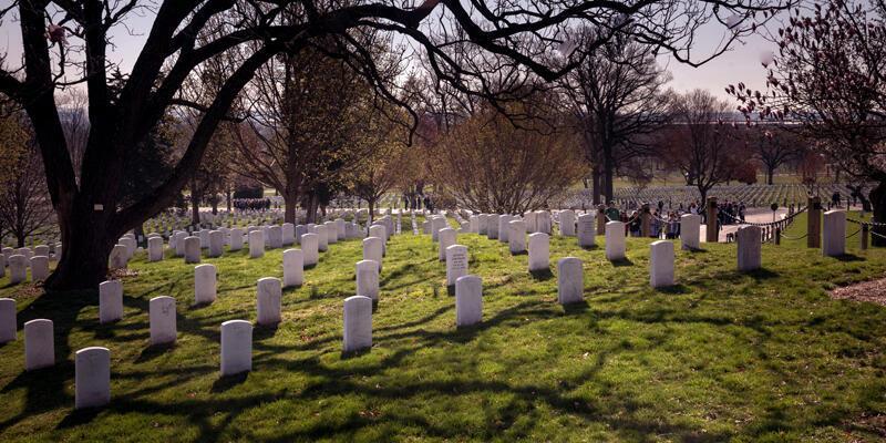 ABD'de ırkçılık sorunu bitmiyor: Siyahi polisin cenazesi mezarlığa kabul edilmedi!