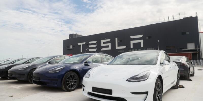 Elon Musk sahibi olduğu Tesla ile ilgili bazı uyarılarda bulundu