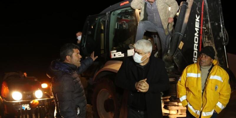 Mersin'de karda araçlarıyla mahsur kalan 16 kişi kurtarıldı