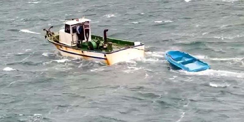 Lodosta sürüklenen sandalı batmaktan balıkçılar kurtardı