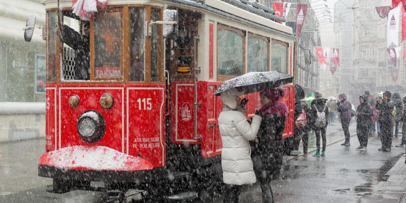 İstanbul'a kar yağışı başladı! Hafta sonu İstanbul hava durumu nasıl?