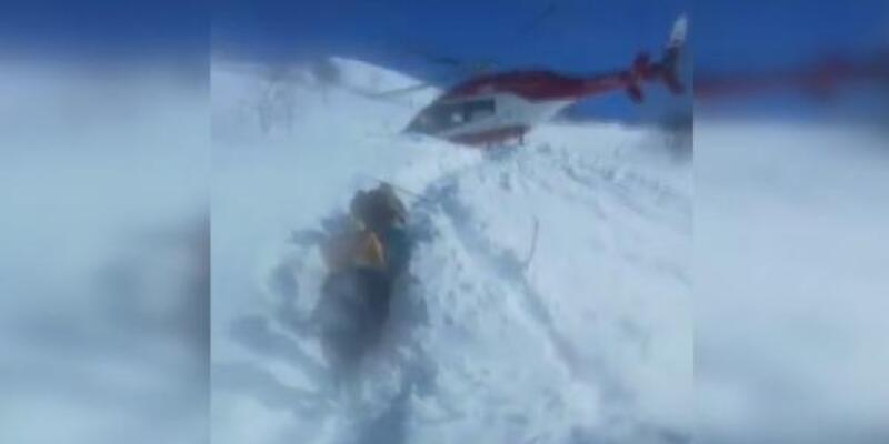 Ambulans hastayı almak için kar üzerine indi