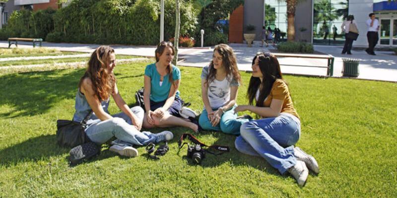 Üniversiteler hibrit eğitime geçiyor