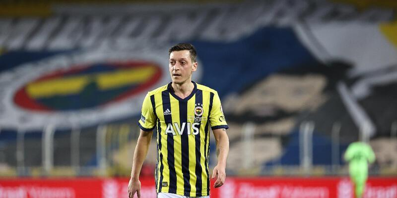 Mesut Özil'in imzaladığı 3 forma 36 bin euroya satıldı