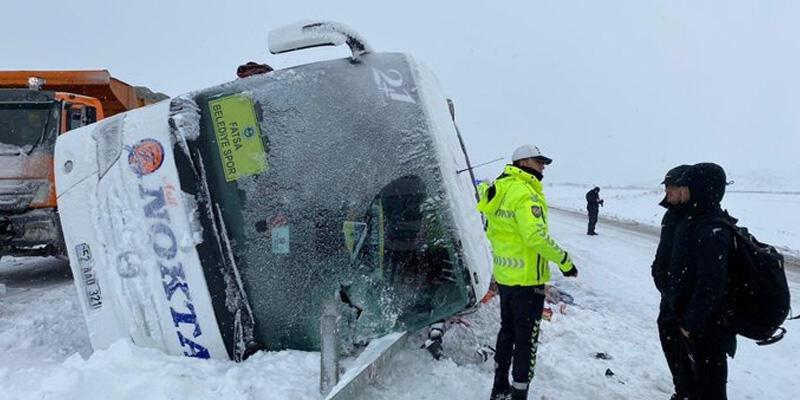 Son dakika... Fatsa Belediyespor'u taşıyan otobüs devrildi!