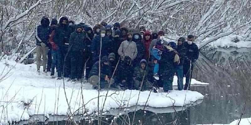 Yunanistan'dan sınır dışı edilen göçmenler kurtarıldı