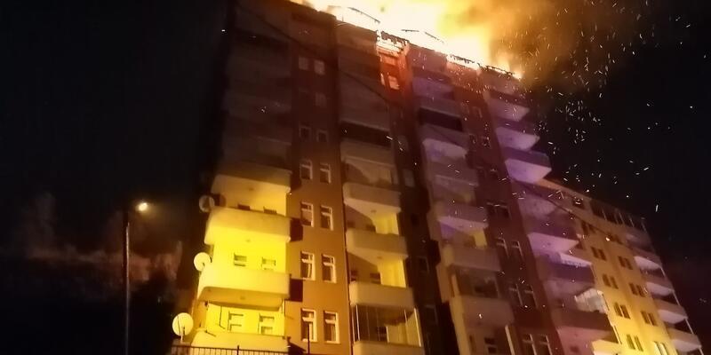 Korku içerisinde izlediler! 9 katlı binada yangın
