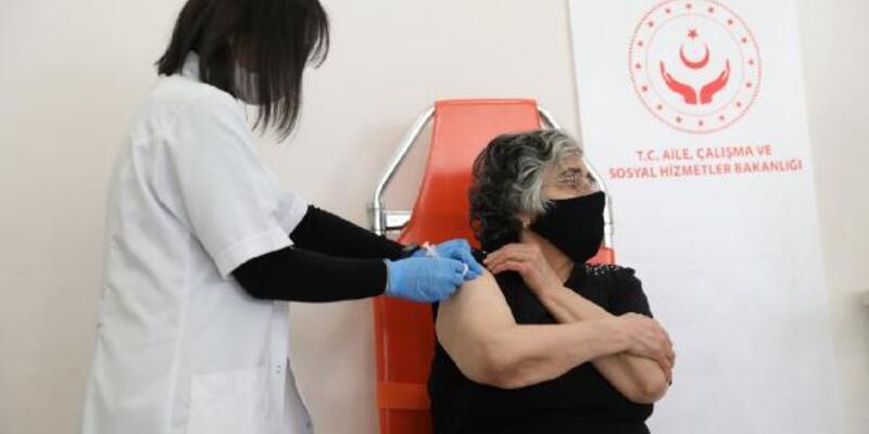 Huzurevi sakinlerine ikinci doz aşıları uygulanmaya başlandı