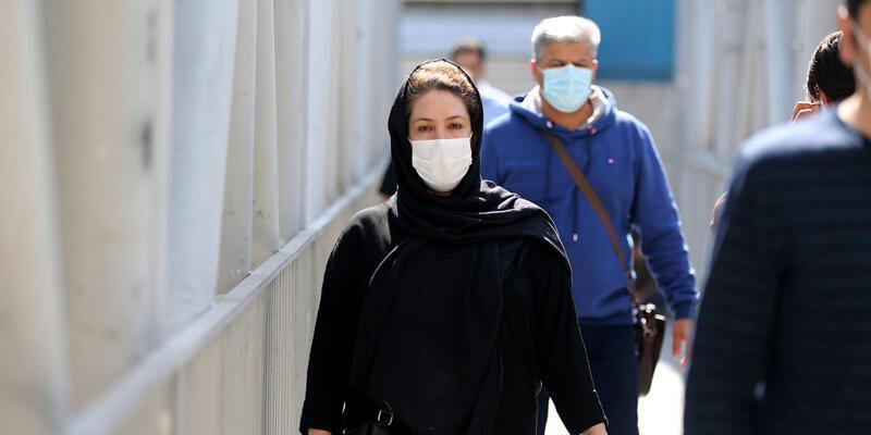 İran'da son 24 saatte COVID-19'dan 74 kişi hayatını kaybetti