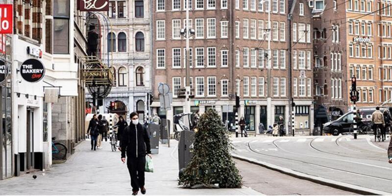 Hollanda'da sokağa çıkma kısıtlaması uzatıldı