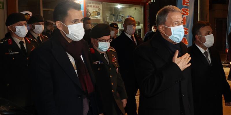Bakan Akar, Pençe Kartal-2 Harekatı'nda şehit olan üç askerin ailelerine taziye ziyaretinde bulundu