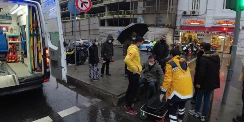 Beyoğlu'nda minibüsün çarptığı yaya yaralandı